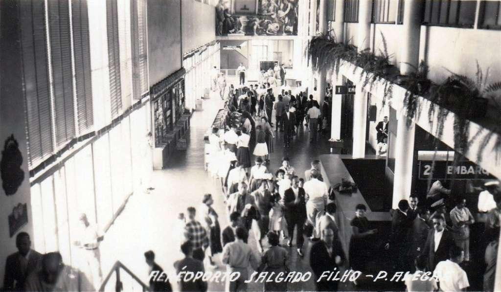 Porto Alegre - Interior do aeroporto Salgado Filho na década de 1960.