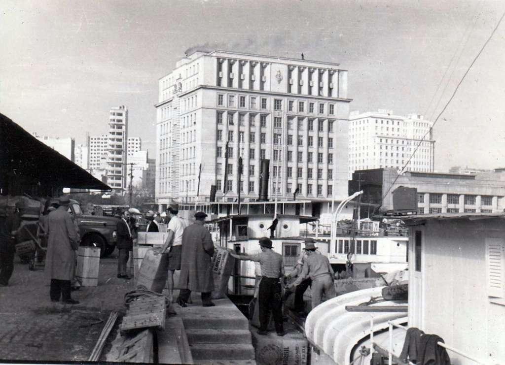 Porto Alegre - Porto e Palácio do Comércio na década de 1950.