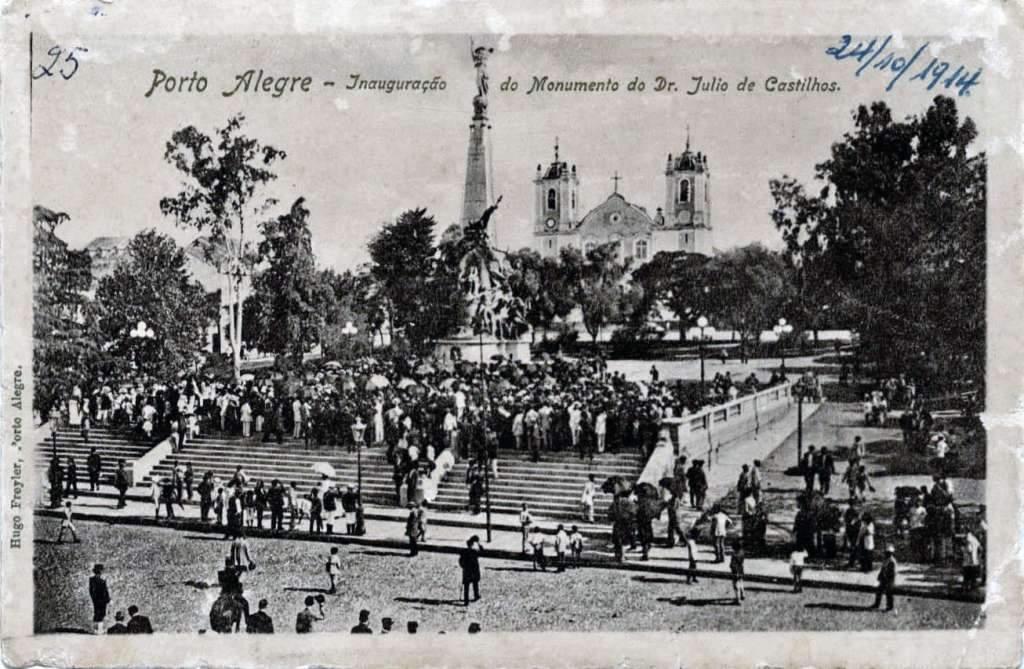 Porto Alegre - Postal da Inauguração do Monumento Júlio de Castilhos na Praça da Matriz em 24/10/1914. Fonte: foto Hugo Freyler.