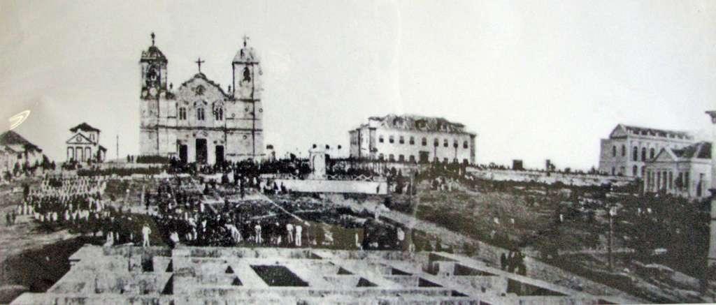 Porto Alegre - Praça da Matriz com tropas Militares da Guerra do Paraguai em 1864. Fonte: foto Luiz Terragno.