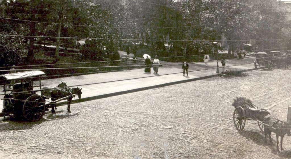 Porto Alegre - Praça da Alfândega no início do século XX.