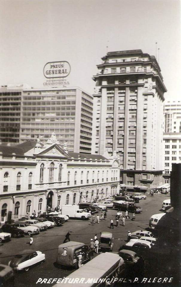 Porto Alegre - Prefeitura Municipal e Mercado Público na década de 1950.