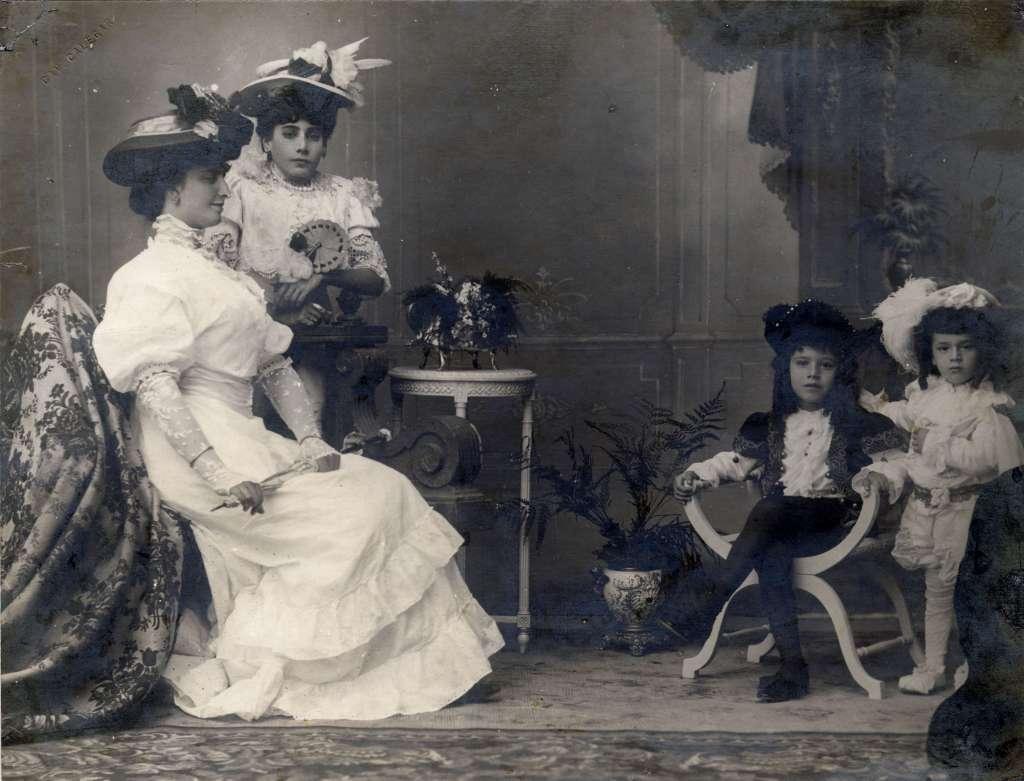 Porto Alegre - Retrato de estúdio no início do século XX. Fonte: foto Virgílio Calegari.