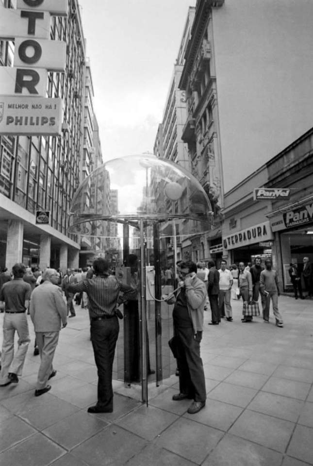 Porto Alegre - Rua dos Andradas(antiga Rua da Praia) e Calçadão em 1974. Fonte: foto Hipólito Pereira.