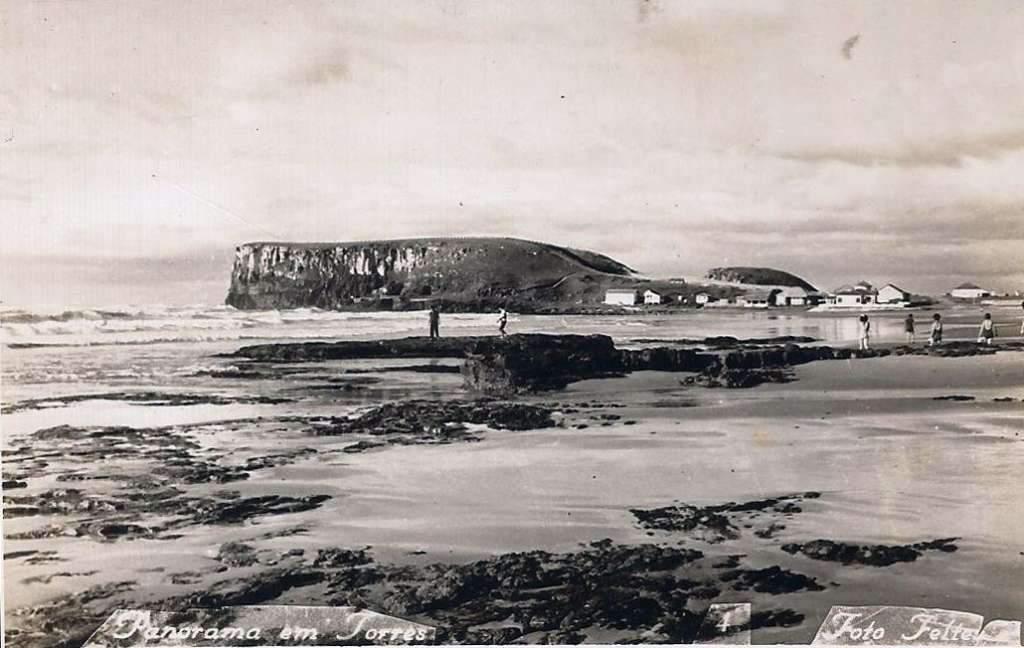Torres - Postal da praia na década de 1940.