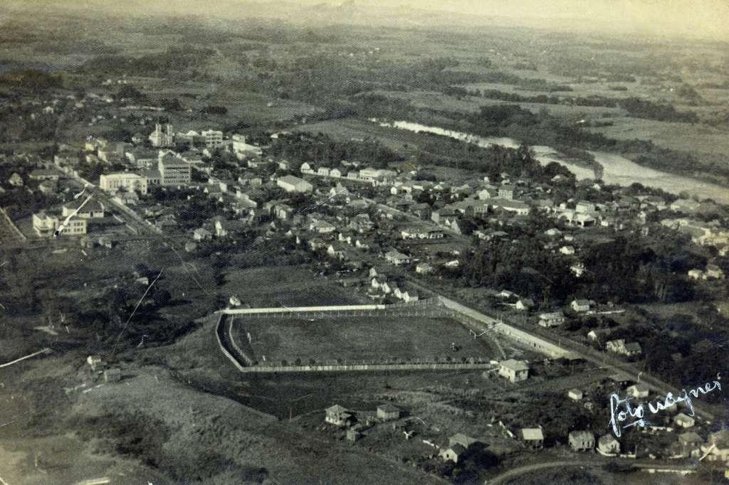 Lajeado - Vista aérea na década de 1940. Fonte: acervo Felipe Bouvie.