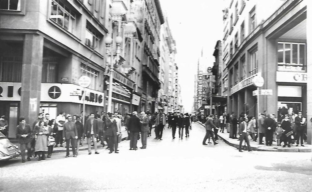 Porto Alegre - Loja da Varig na Rua dos Andradas com Avenida Borges de Medeiros na década de 1970.