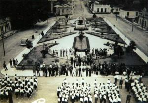 Camaquã Praça 15 de Novembro frente a Igreja Matriz