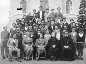 Camaquã Turma Primeira série ginasial Colégio São José Irmãos Maristas em frente à Igreja(foto Aldo Rocha) 06-1967