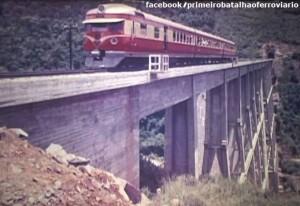 Trem Minuano cruzando a ponte ferroviária sobre o Rio Pelotas divisa RS-SC 1969
