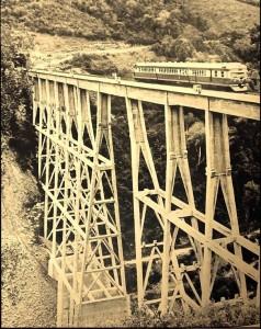 Trem Minuano ponte sobre o rio Pelotas na divisa com SC Ferrovia Tronco Principal Sul(acervo Marcelo Prazs) 1969
