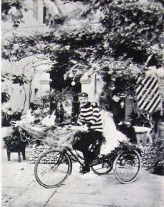 Triciclo ornamental em cortejo esportivo