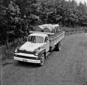 Garibaldi Caminhão carregado de barris de vinho déc1950