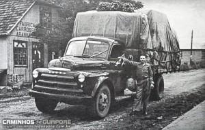 Guaporé Dodge do Sr Germano Bresolin que viajava ao Rio de Janeiro e São Paulo déc1950