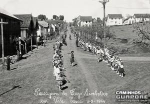 Guaporé Registro da passagem do fogo simbólico Distrito de Casca(acervo Arquivo de Caminhos de Guaporé) 03-09-1944