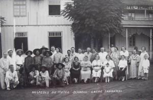 Iraí Hóspedes Hotel Schnell entre indígenas(acervo Celina Bolivar)