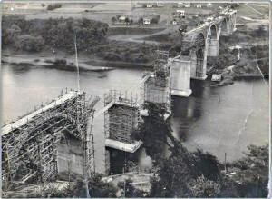 Muçum Construção da ponte ferroviária déc1960 2