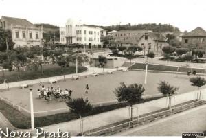 Nova Prata Praça e crianças Escola Reinaldo Cuerubini 1974