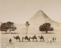 Egito Caravana passando ao lado das pirâmides de Gizé 1860