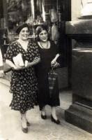 Porto Alegre Alcira Raquetat Guimarães e Constantina Ranquetat Rua da Praia 1920