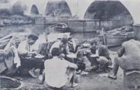 Porto Alegre Almoço canoeiros no RIacho déc1930