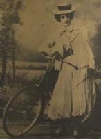 Traje das moças que frequentavam o Velódromo 1900