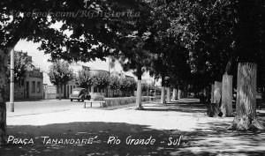 Rio Grande Praça Tamandaré pelo lado da Rua General Neto(acervo Cíntia Machado) déc1940