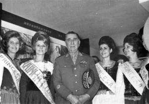 Santa Cruz do Sul Gal Emílio Garrastazu Médice Raianha e Princesas 1a FENAF(acervo Jonas Cervi Luzzani) 1966