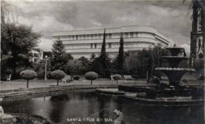 Santa Cruz do Sul Praça Getúlio Vargas e o prédio do Colégio Dom Alberto em 17-02-1961