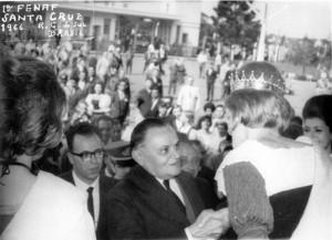 Santa Cruz do Sul Presidente Castelo Branco Rainha FENAF Srta Ester Matte Solenidade de abertura(acervo Jonas Cervi Luzzani) 1966