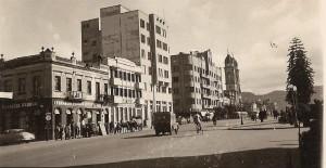 Santa Maria Praça Salança Marinho, entre a Avenida Rio Branco (onde aparecem as torres da Catedral Arquidiocesana e o Hotel Jantzen)(acervo Jonatas Vargas)