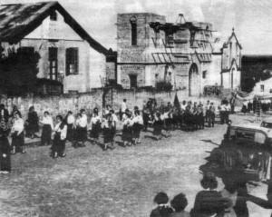 Cacequi Normalistas sobem Rua Bento Gonçalves 07-09-1955