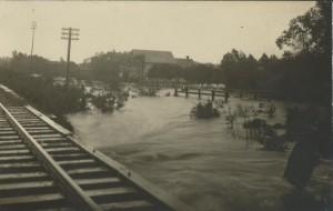 Canoas Bairro Niterói(Vila Rio Branco) Enchente(acervo Suzana Morsch) 1928 2
