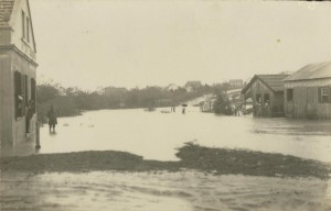 Canoas Vila Seibel(esquerda) Bairro Niterói(Vila Rio Branco) Enchente(acervo Suzana Morsch) 1928