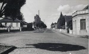 Carazinho Rua Silva Jardim esquina com Rua XV de novembro Ao fundo Rua Alexandre da Motta(Arquivo Museu Olívio Otto) déc1950