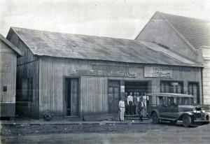 Carazinho Secos e Molhados de  Fioravante Barleze Av Flores da Cunha entre 1º de maio e o Largo da Estação déc1930