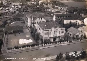 Carazinho Vista da Igreja em direção à Rua Bernardo Paz e Alferes Rodrigo. Em destaque o Colégio Notre Dame Aparecida,na década de 1930