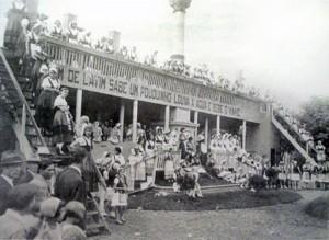 Caxias do Sul Pavilhões da Festa da Uva Praça Dante Alighieri(acervo AHM) 1932