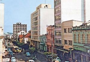 Caxias do Sul Postal Av Júlio de Castilhos entre Ruas Garibaldi e Visconde de Pelotas déc1960