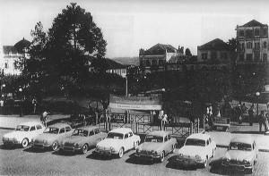 Caxias do Sul Praça Dante Alighieri Exposição automóveis franceses Renault Dauphine(Gordine) 1965