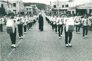 Encantado Banda Marcial do Colégio São José de Lajeado em desfile 1964