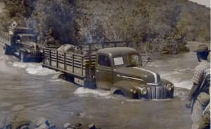 Encantado Caminhão Ford 158 carregado com suíno Travessia Arroio Jacaré(acervo Alda Abreu Cé) 1947