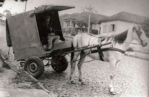 Esteio Pão sendo distribuído com carroças(acervo Rafael Ortiz)